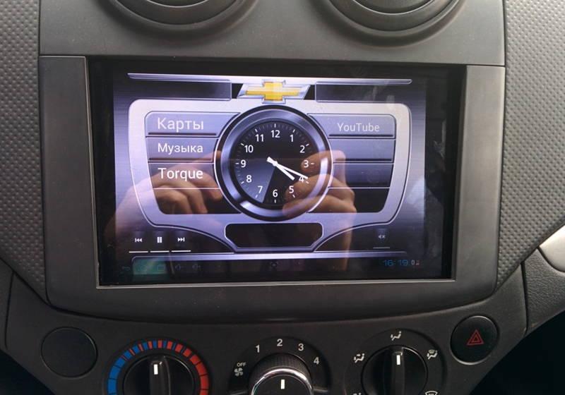 Установка планшета в машину